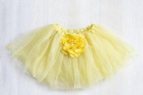 Tutú amarillo con flor