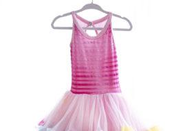 Vestido tutú rosado con puntas de colores