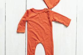 Monito naranja con gorro (newborn)