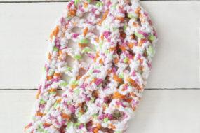 Cunita tejida de colores para niña