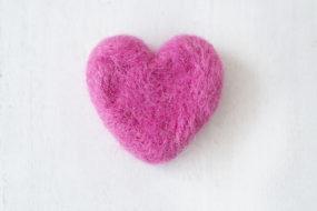 Corazón rosado felting