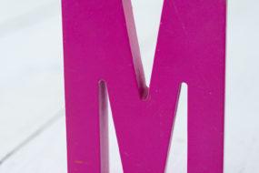 Letra M (fucsia)
