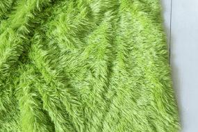 Colcha verde de pelos
